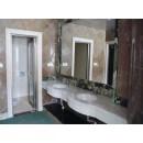 Waschbecken und Spiegel 800000004757