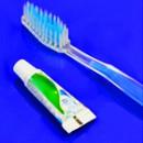 Zahnbürsten und Zahnpasta (21)